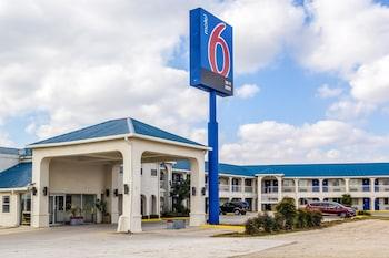 Motel 6 Seguin TX in Seguin, Texas