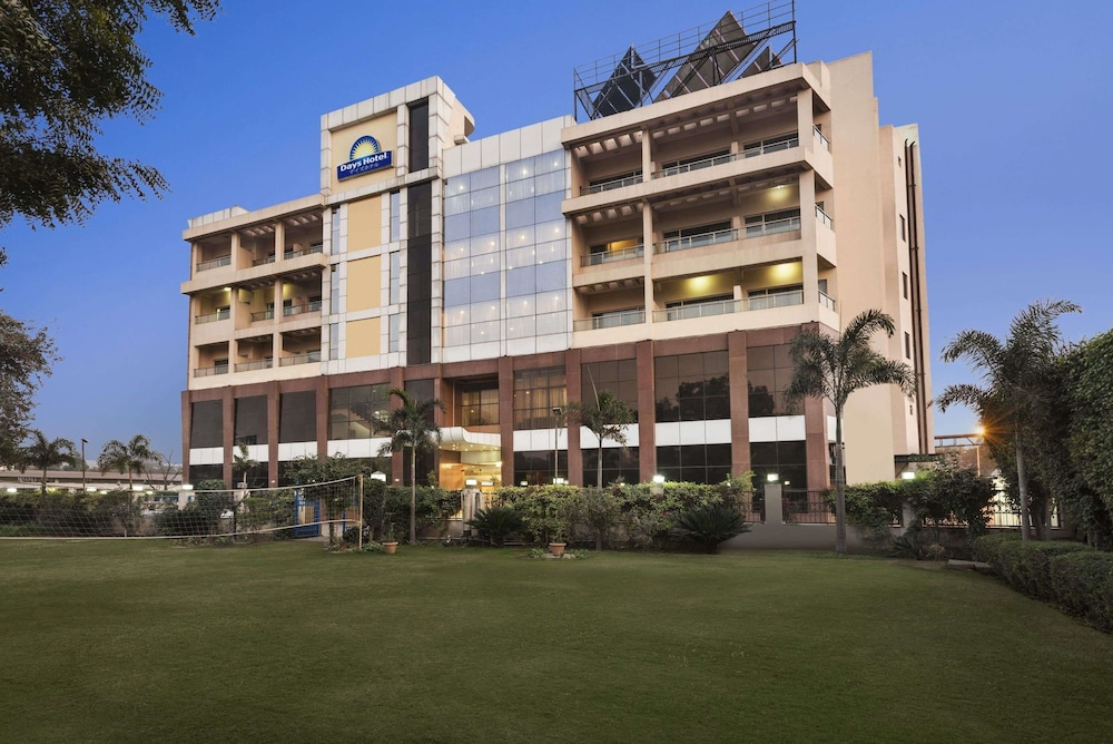 Days Hotel by Wyndham Neemrana Jaipur Highway