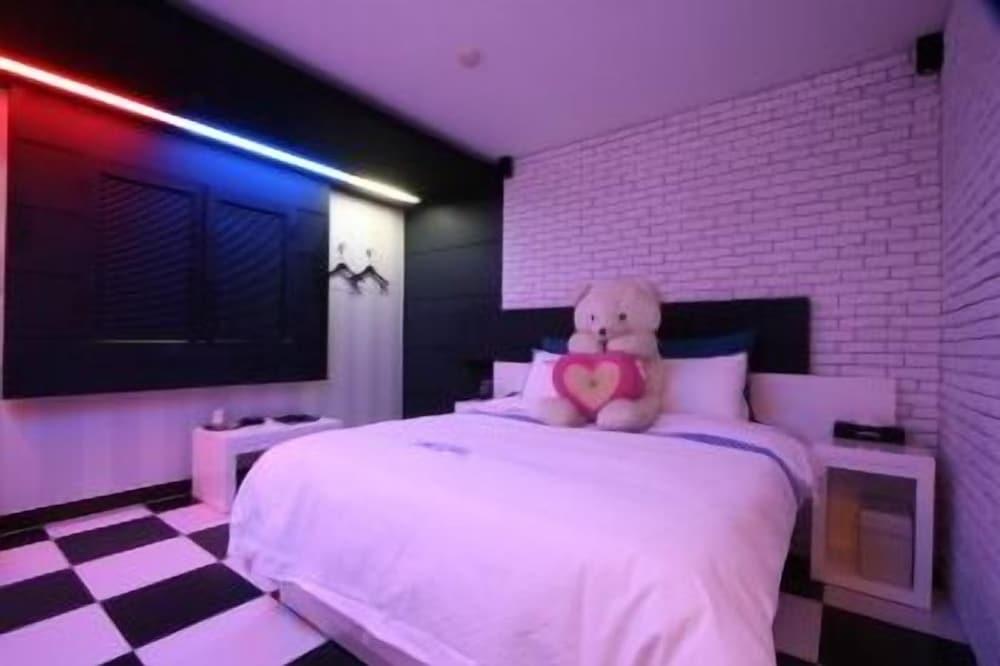 Luxury JJAK Hotel