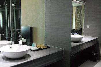 LA VARENNE Hotel - Bathroom Sink  - #0