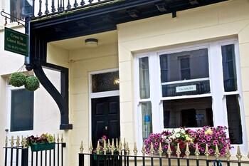 Cross Street Guest House