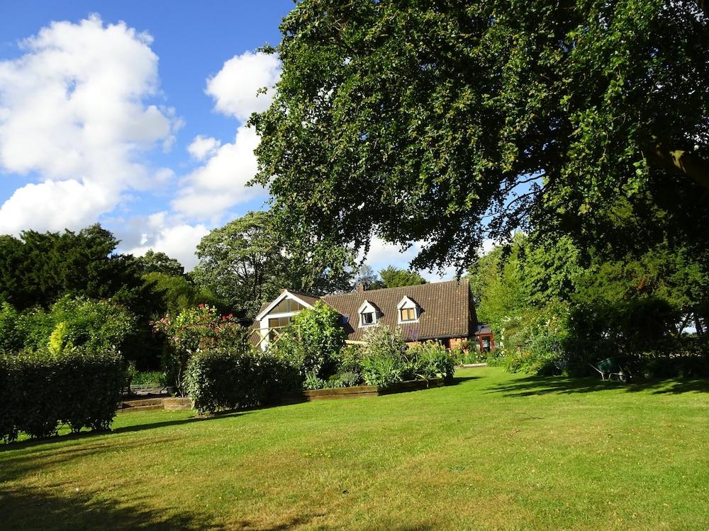 Drinkstone Park Bed & Breakfast and Gardens