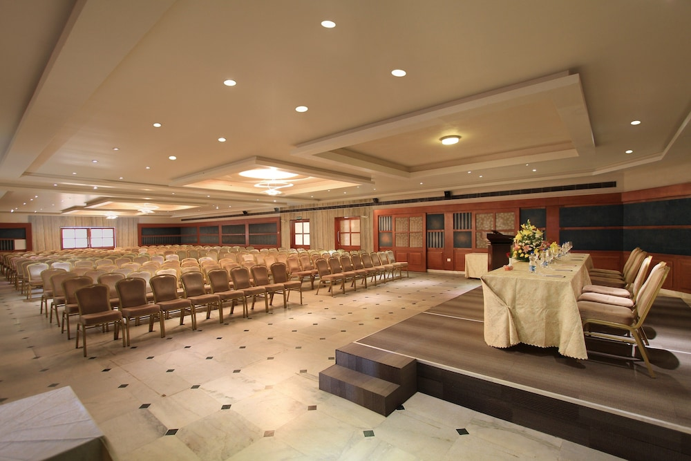 Ballroom/Hall 30 of 80