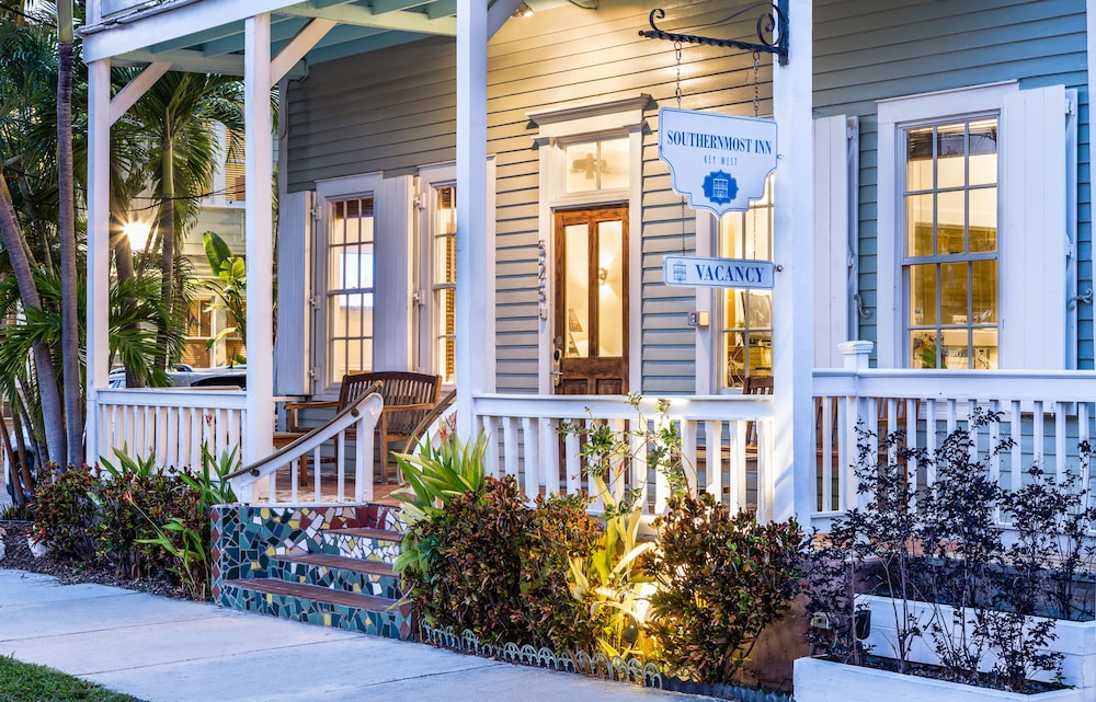 The Southernmost Inn-Adults Only
