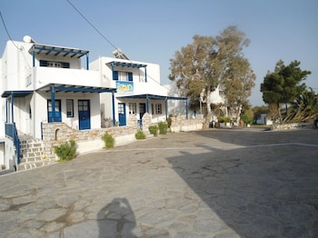Photo for Free Sun Rooms and Apartments in Paros