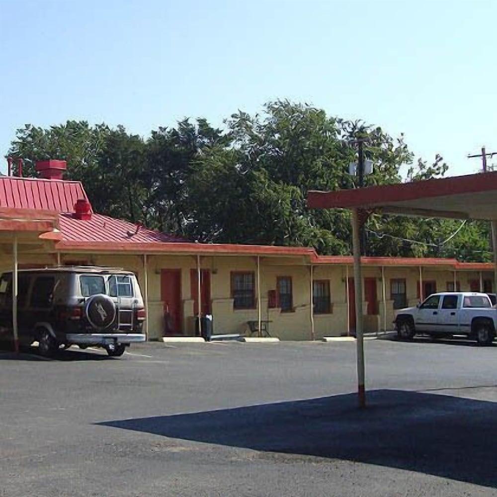 Madill Inn