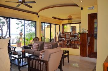 Palm Breeze Villa Boracay Living Area