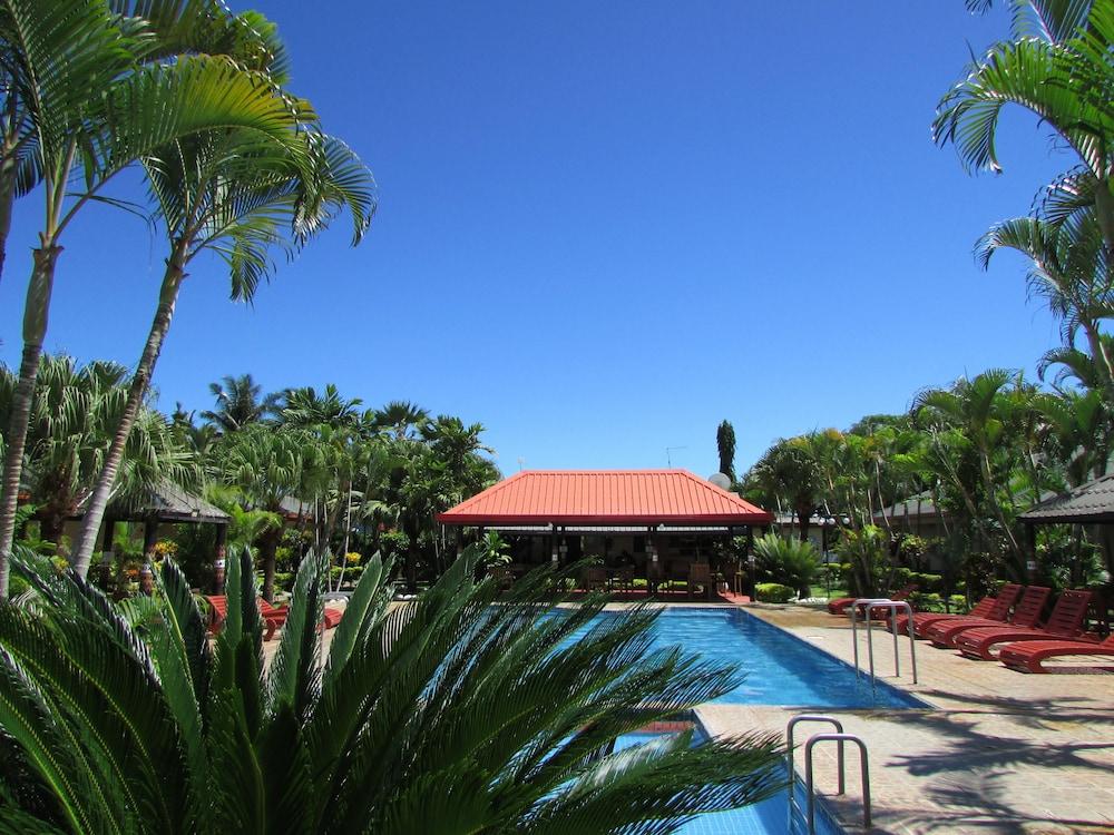 Wailoaloa Beach Resort Fiji