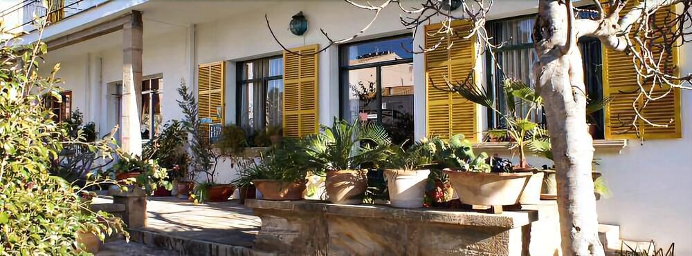 Hostal Residència Catalina Vera