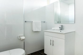 Lake Jindabyne Hotel - Bathroom  - #0