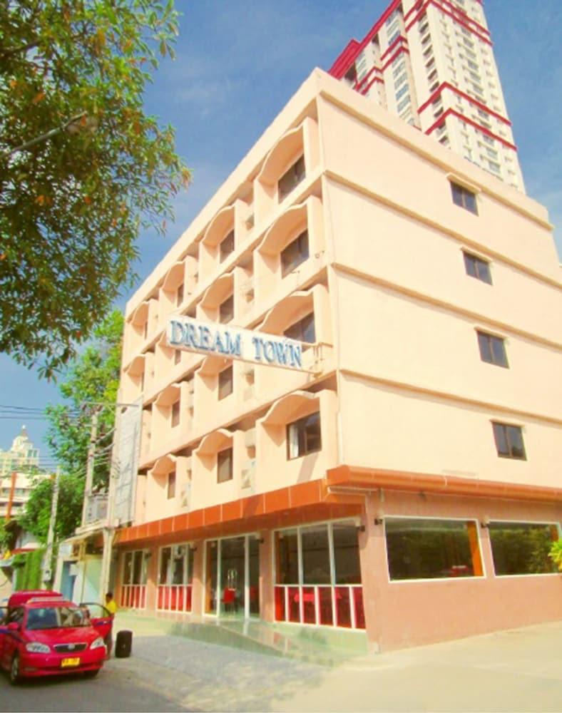 Dream Town Pratunam Hotel