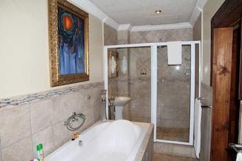 Bambelela Lodge - Bathroom  - #0