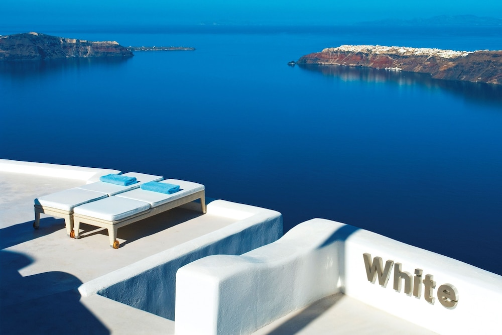 White Santorini Suites & SPA