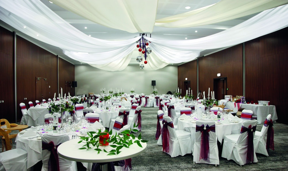 Ballroom/Hall 34 of 53