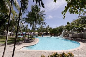 EGI Resort and Hotel Mactan Outdoor Pool