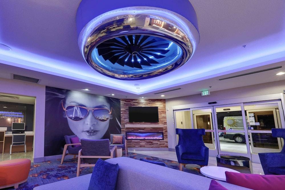 La Quinta Inn & Suites by Wyndham Dallas Love Field