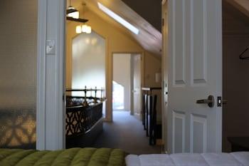 Chapel Apartments