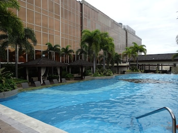 Maximz Tower Hotel Pasay Featured Image
