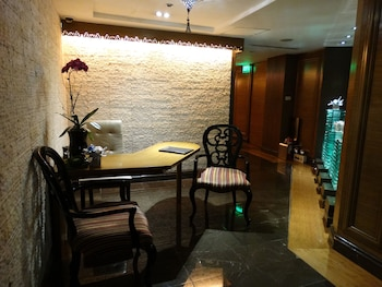 Maximz Tower Hotel Pasay Spa Reception
