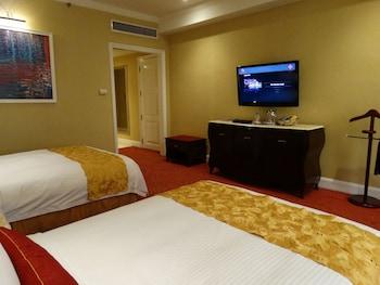 Maximz Tower Hotel Pasay Guestroom