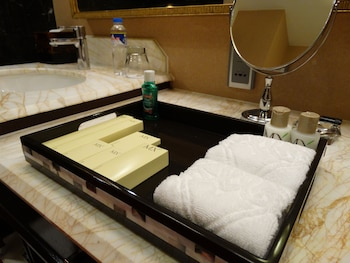 Maximz Tower Hotel Pasay Bathroom Amenities