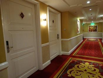 Maximz Tower Hotel Pasay Hallway