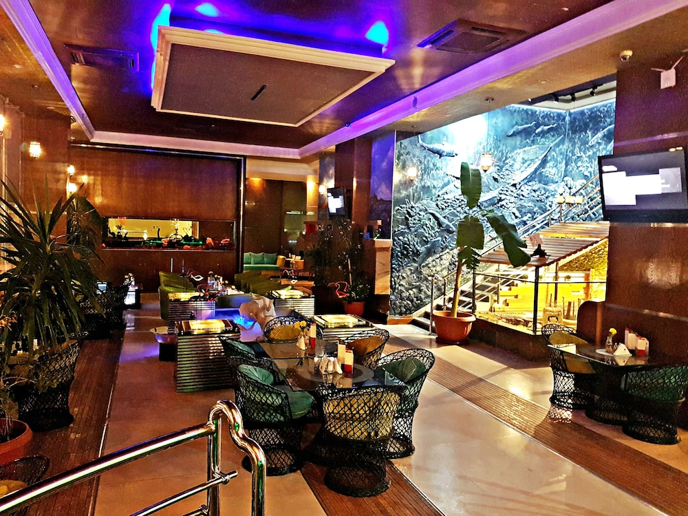 Aquarium hotel riyadh riyadh inr 4740 off 5 3 2 5 for International home decor stores