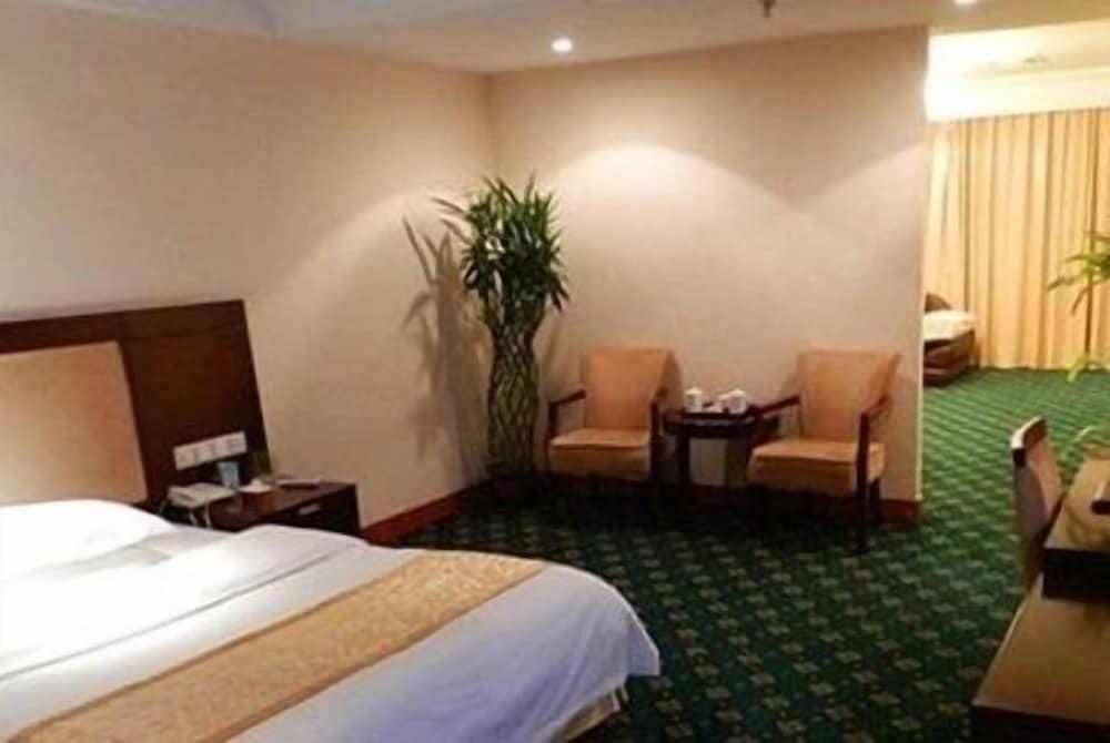 Huadong International Business Hotel