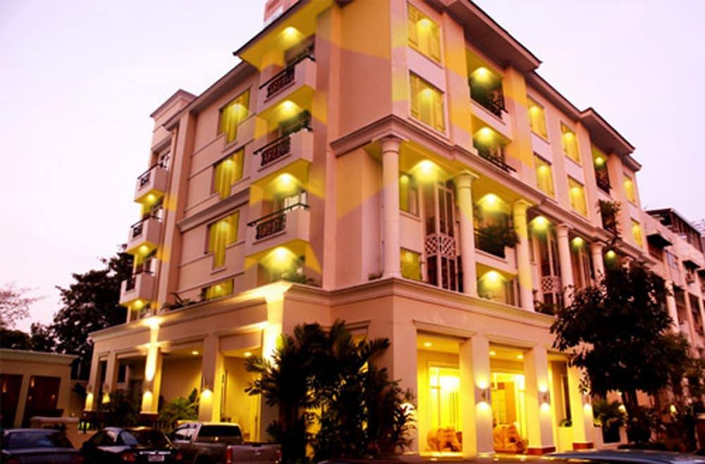 Asoke Residence Sukhumvit by Urban Hospitality