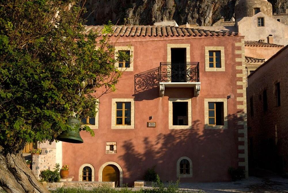 Theophano Art Hotel