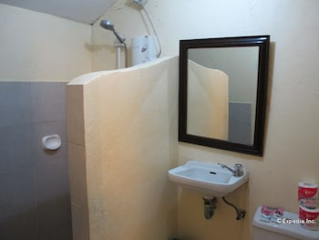 Blue Ribbon Dive Resort Puerto Galera Bathroom