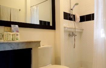 One Crescent Place Boracay Bathroom