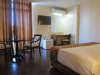 The Ritz Hotel at Garden Oases Davao Guestroom