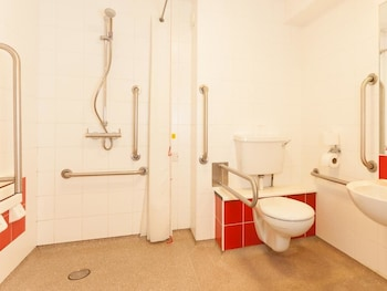 Travelodge Blackpool South Shore - Bathroom  - #0