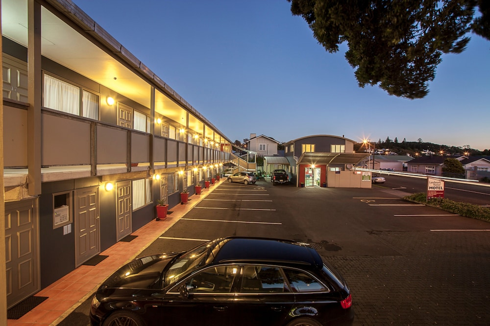 Landmark Manor Motel