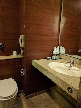 BluPetal - A Business Hotel - Bathroom  - #0