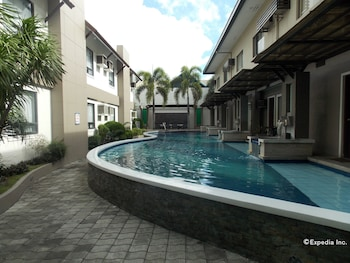 Circle Inn-Hotel & Suites Bacolod Featured Image