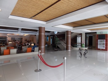Circle Inn-Hotel & Suites Bacolod Lobby