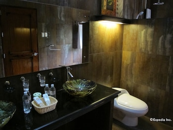 The Manor at Puerto Galera Bathroom