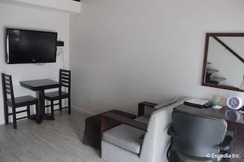 Subic Coco Hotel Living Area