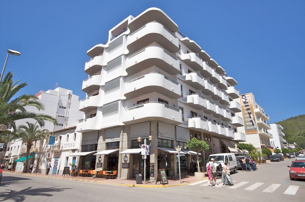 Parot Apartments