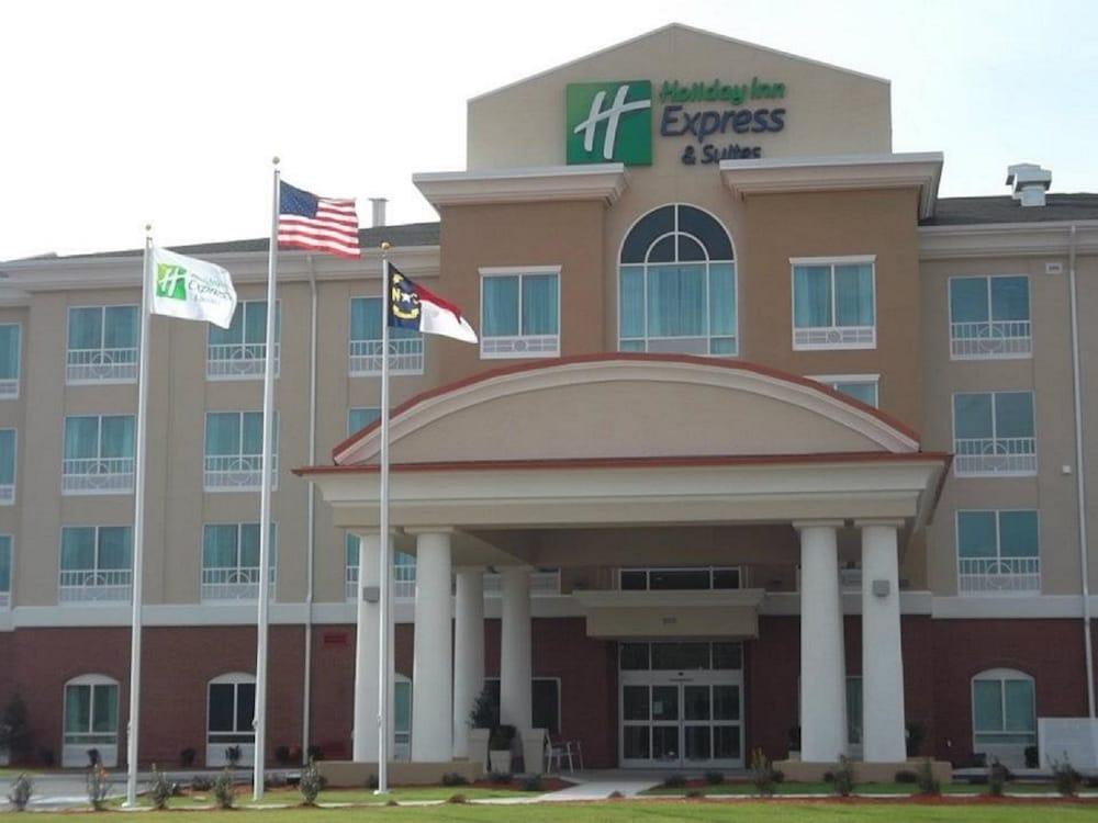 Holiday Inn Express Hotel & Suites Smithfield - Selma I -95