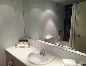 Outback Pioneer a member of ibis Styles - Bathroom  - #0