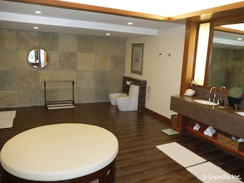 Asya Premier Suites Boracay Bathroom