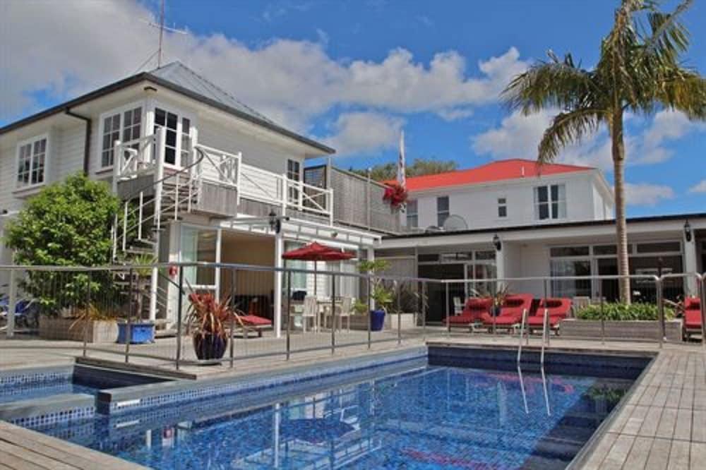 The Commodores Lodge