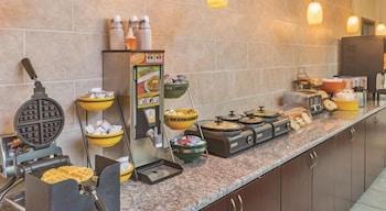 Summer Hill Inn & Suites - Breakfast Area  - #0