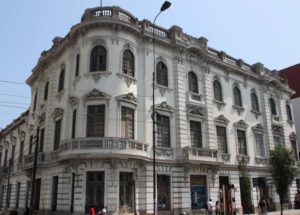 1900 Hostel