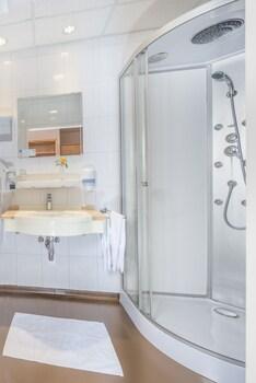 Wohlfühlhotel Novapark Graz - Bathroom  - #0