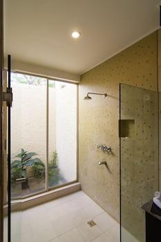 Club Punta Fuego Batangas Bathroom Shower