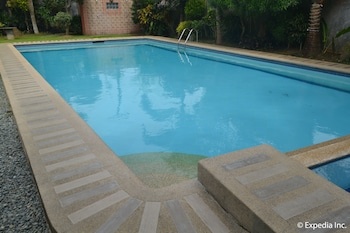 Tagaytay Wingate Manor Outdoor Pool